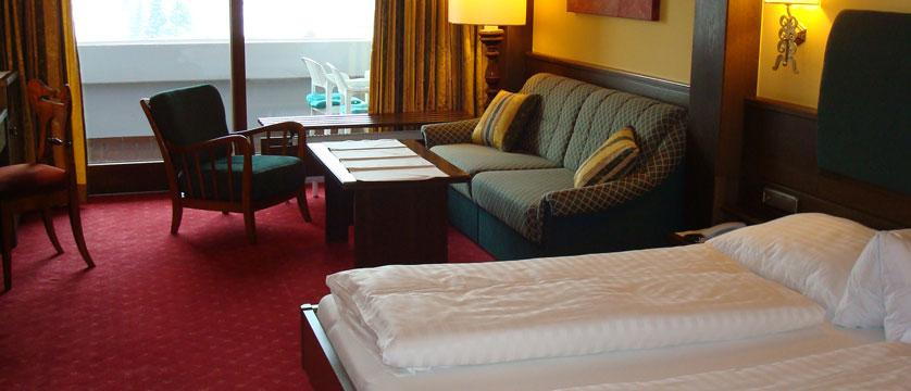 Hotel Tiefenbrunner, Kitzbühel, Austria - Twin bedroom.jpg